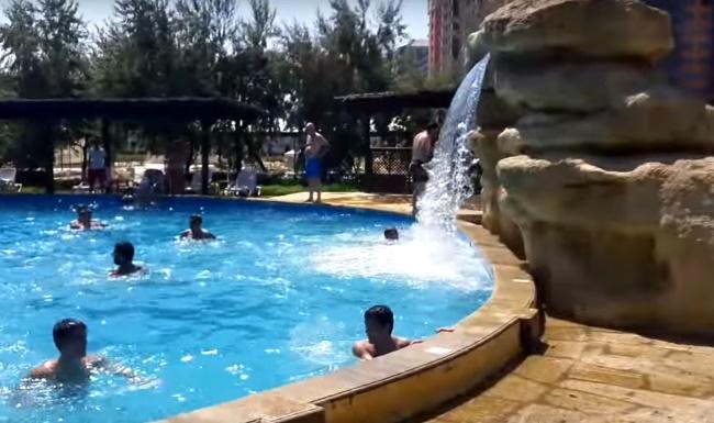 """Дагестанский аквапарк """"Акваленд"""", Каспийск, бассейн с водопадом для взрослых"""
