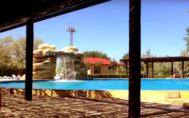 """Дагестанский аквапарк """"Акваленд"""", Каспийск, бассейн глубокий с водопадом для взрослых"""