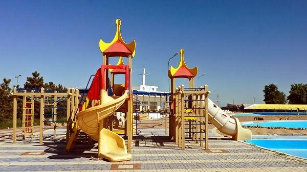 Аквапарк Таганрога «Лазурный» , веселые горки для детей
