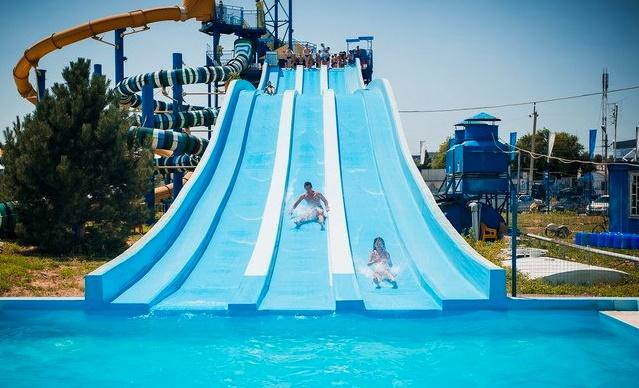 Аквапарк Таганрога «Лазурный» , веселые горки для взрослых и детей