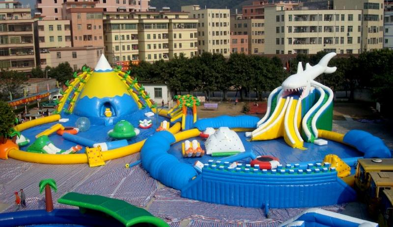 Аквапарк с надувными бассейнами