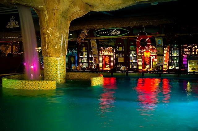 """аква бар в аквапарке """"Vichy"""" в Вильнюсе"""